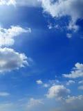 Σύννεφα στο υπόβαθρο μπλε ουρανού στοκ εικόνες με δικαίωμα ελεύθερης χρήσης
