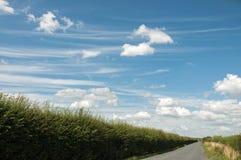 Σύννεφα σωρειτών στις εθνικές οδούς της Αγγλίας στοκ εικόνες