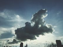 Σύννεφα του σκυλιού στοκ φωτογραφίες με δικαίωμα ελεύθερης χρήσης