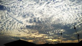 Σύννεφα το απόγευμα Στοκ φωτογραφία με δικαίωμα ελεύθερης χρήσης