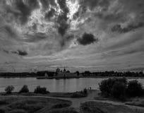 Σύννεφα Το μοναστήρι Kostroma Ρωσία Στοκ Εικόνα
