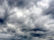 σύννεφα δυσοίωνα Στοκ φωτογραφία με δικαίωμα ελεύθερης χρήσης