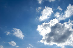 Σύννεφα φωτισμού στον ουρανό Στοκ Φωτογραφίες