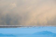 Σύννεφα χιονιού Squall στην αυγή πέρα από Huron λιμνών το τοπίο Στοκ Εικόνα