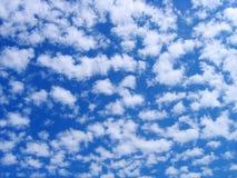σύννεφα χνουδωτά Στοκ Εικόνα