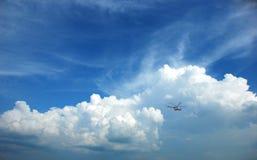 σύννεφα χνουδωτά Στοκ φωτογραφία με δικαίωμα ελεύθερης χρήσης