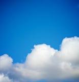 σύννεφα χνουδωτά Στοκ εικόνες με δικαίωμα ελεύθερης χρήσης