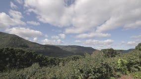 Σύννεφα χρονικού σφάλματος πέρα από το βουνό απόθεμα βίντεο