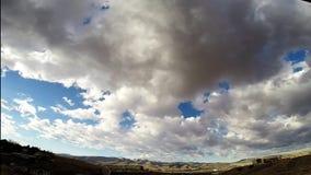Σύννεφα χρονικού σφάλματος πέρα από τα βουνά φιλμ μικρού μήκους