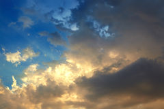 σύννεφα χρυσά Στοκ Εικόνα