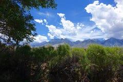 Σύννεφα Thunderhead πέρα από την οροσειρά Nevadas στοκ φωτογραφίες