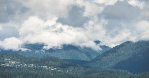 Σύννεφα Timelapse βουνών του Βανκούβερ φιλμ μικρού μήκους