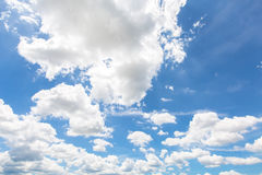 Σύννεφο βροχής με το υπόβαθρο μπλε ουρανού Στοκ εικόνες με δικαίωμα ελεύθερης χρήσης