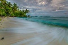 Σύννεφο, ηλιοβασίλεμα, ανατολή σε Mentawai Στοκ Εικόνες