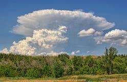 Σύννεφο θύελλας στο έδαφος το καλοκαίρι Στοκ φωτογραφίες με δικαίωμα ελεύθερης χρήσης