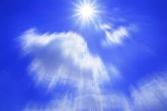 Σύννεφο και μπλε ουρανός στο φως του ήλιου διανυσματική απεικόνιση