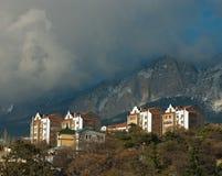 σύννεφο Κριμαία πόλεων πέρα  Στοκ Εικόνες