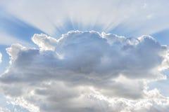 Σύννεφο με τις ηλιαχτίδες Στοκ εικόνα με δικαίωμα ελεύθερης χρήσης