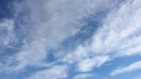 Σύννεφο ομορφιάς σε ένα κλίμα μπλε ουρανού ουρανός σύννεφων Μπλε ουρανός με το νεφελώδη καιρό, σύννεφο φύσης Άσπροι σύννεφα, μπλε απόθεμα βίντεο