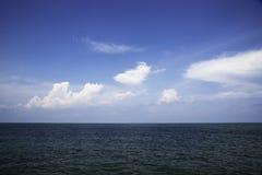 Σύννεφο πέρα από τη θάλασσα Στοκ εικόνα με δικαίωμα ελεύθερης χρήσης
