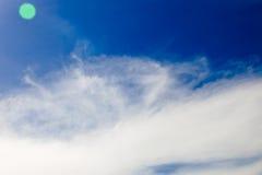 Σύννεφο στο υπόβαθρο σύστασης μπλε ουρανού Στοκ εικόνες με δικαίωμα ελεύθερης χρήσης