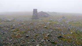 Σύνοδος κορυφής στυλοβατών στη χαμηλή ορατότητα στοκ φωτογραφία με δικαίωμα ελεύθερης χρήσης