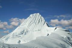 σύνοδος κορυφής alpamayo Στοκ φωτογραφία με δικαίωμα ελεύθερης χρήσης