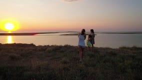 Σύνοδος φωτογραφιών βραδιού για το υπόβαθρο της λίμνης απόθεμα βίντεο