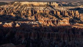Σύνολα της The Sun πέρα από το εθνικό πάρκο φαραγγιών του Bryce, Γιούτα απόθεμα βίντεο