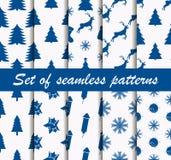 Σύνολο άνευ ραφής σχεδίων Χριστουγέννων με fir-trees, τα ελάφια και τα εορταστικά σύμβολα Δέκα χειμερινά υπόβαθρα διάνυσμα Στοκ Εικόνες