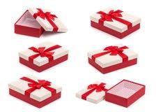 Σύνολο άσπρου και κόκκινου νέου κιβωτίου δώρων έτους ή Χριστουγέννων με το κόκκινο πλευρό Στοκ Εικόνες
