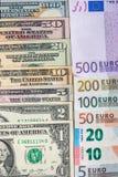 σύνολο αμερικανικών δολαρίων και σύνολο ευρώ Στοκ Εικόνες