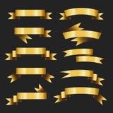 Σύνολο αναδρομικής χρυσής διανυσματικής απεικόνισης κορδελλών όμορφος εορταστικός τόξο σημαιών εμβλημάτων ταινιών Στη μαύρη ανασκ ελεύθερη απεικόνιση δικαιώματος