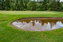 Σύνολο αποθηκών του νερού σε ένα γήπεδο του γκολφ Στοκ εικόνες με δικαίωμα ελεύθερης χρήσης
