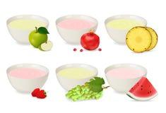 Σύνολο γιαουρτιών σε ένα πιάτο πορσελάνης Στοκ εικόνα με δικαίωμα ελεύθερης χρήσης