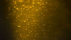 Σύνολο γυαλιού των αργών κινούμενων φυσαλίδων μπύρας Φυσαλίδες και αφρός που κινούνται γρήγορα στο ποτήρι της μπύρας απόθεμα βίντεο