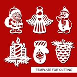 Σύνολο διακόσμησης Χριστουγέννων - σκιαγραφίες του αγγέλου, Άγιος Βασίλης, χιονάνθρωπος, κεριά, κώνος πεύκων, γάντι απεικόνιση αποθεμάτων