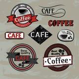 Σύνολο διανυσματικών ετικετών και λογότυπων διακριτικών καφέδων καφετεριών στοκ φωτογραφία με δικαίωμα ελεύθερης χρήσης