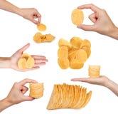 σύνολο διαφορετικών νόστιμων ζαρωμένων τσιπ με το χέρι, που απομονώνεται στο άσπρο υπόβαθρο, τα τσιπ πατατών, τα ανθυγειινά τρόφι Στοκ φωτογραφία με δικαίωμα ελεύθερης χρήσης