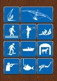 Σύνολο εικονιδίων των υπαίθριων δραστηριοτήτων: ανεμόπτερο, να ρίξει με αλεξίπτωτο, σερφ, αλιεία, κατάδυση, κυνήγι Εικονίδια στο  Στοκ φωτογραφία με δικαίωμα ελεύθερης χρήσης