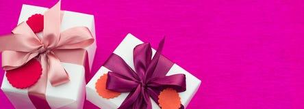 Σύνολο εμβλημάτων Α δώρων που συσκευάζονται στα όμορφα κιβώτια Στοκ φωτογραφίες με δικαίωμα ελεύθερης χρήσης