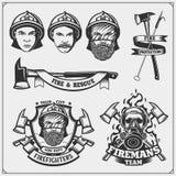 Σύνολο εμβλημάτων πυροσβεστών, ετικετών και στοιχείων σχεδίου απεικόνιση αποθεμάτων