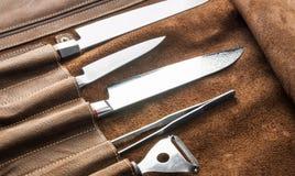 Σύνολο επαγγελματικών εργαλείων μαγείρων Ειδική περίπτωση των μαχαιριών μαγείρων Στοκ Εικόνες