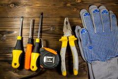 Σύνολο εργαλείων εργασίας στο ξύλινο υπόβαθρο Στοκ εικόνες με δικαίωμα ελεύθερης χρήσης