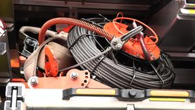 Σύνολο εργαλείων στο πυροσβεστικό όχημα απόθεμα βίντεο