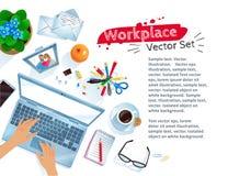 Σύνολο εργασιακού χώρου γραφείων με το φορητό προσωπικό υπολογιστή Στοκ φωτογραφία με δικαίωμα ελεύθερης χρήσης
