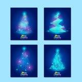 Σύνολο ευχετήριων καρτών Χριστουγέννων Διανυσματικές απεικονίσεις του αφηρημένου χριστουγεννιάτικου δέντρου στο μπλε υπόβαθρο στοκ φωτογραφίες