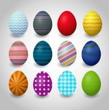 Σύνολο ζωηρόχρωμων αυγών Πάσχας σε ένα άσπρο υπόβαθρο στοκ εικόνα