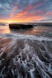 Σύνολο ηλιοβασιλέματος των χρωμάτων στο Λα Houssaye στο Saint-Paul, Νήσος Ρεϊνιόν ΚΑΠ Στοκ Φωτογραφίες