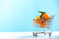 Σύνολο κάρρων καροτσακιών αγορών των πορτοκαλιών Στοκ φωτογραφίες με δικαίωμα ελεύθερης χρήσης